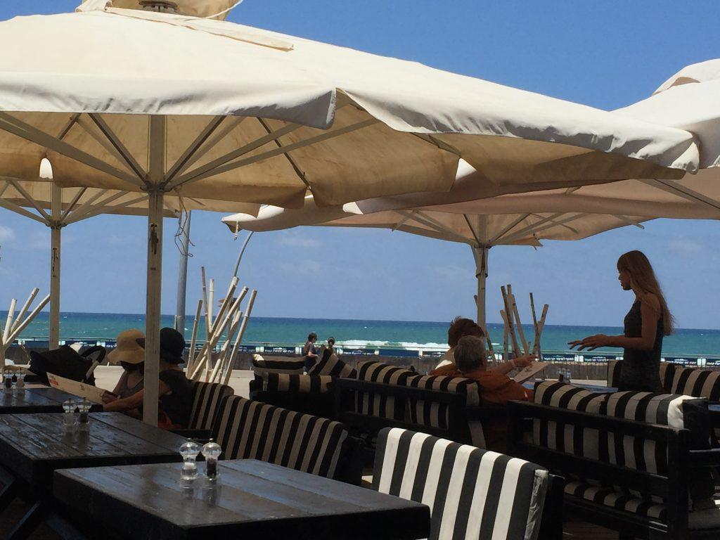 イスラエル海沿いのレストラン