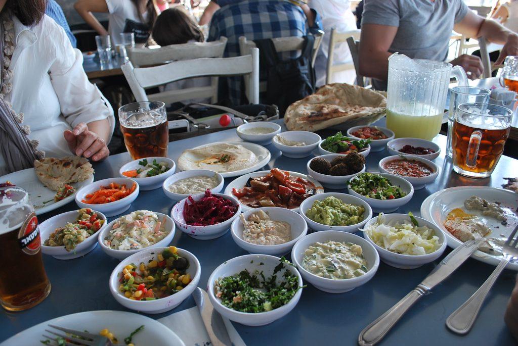 イスラエルの食事風景