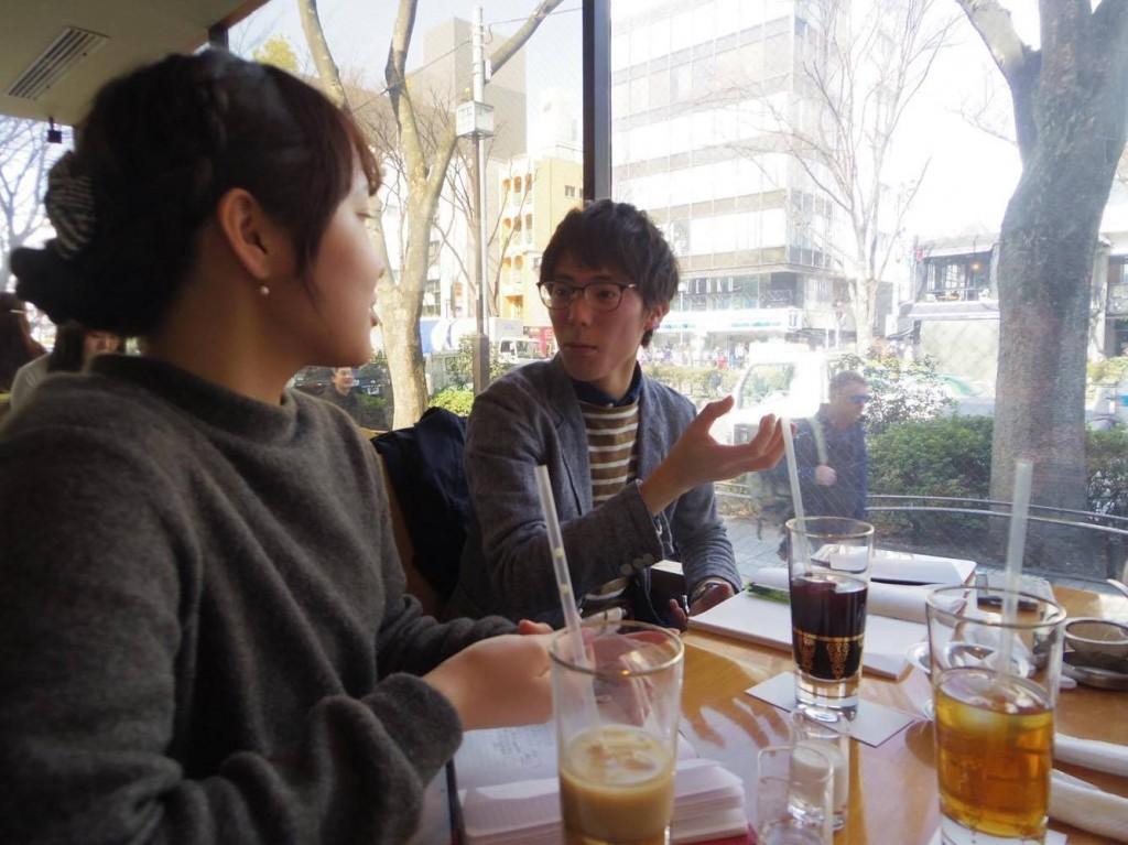 安松さんのお話に耳を傾ける学生部会メンバー
