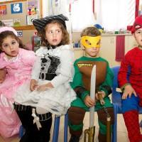プリムで仮装を楽しむ子どもたち